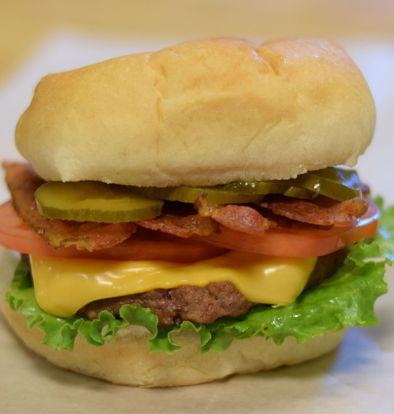 Cheeseburger with bacon and vegetables